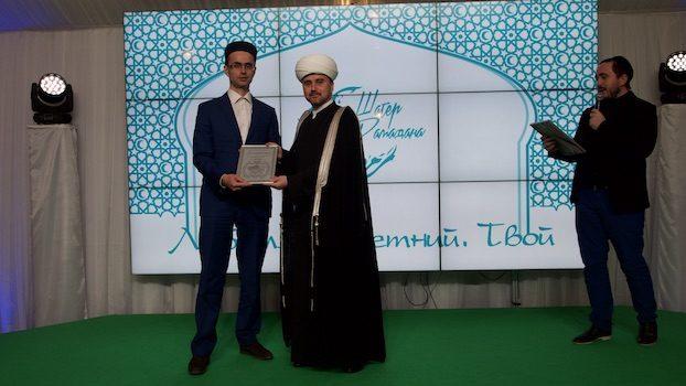 На вечере «Духовного управления мусульман Московской области», члены общины г. Химки были отмечены благодарностями