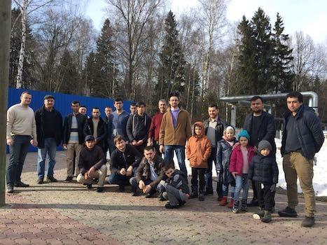 Мусульмане Химок провели уборку на кладбище в канун православной Пасхи