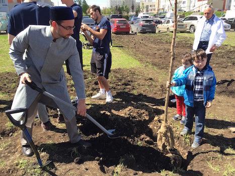 Председатель мусульманской общины городского округа Химки Камиль хазрат Маннапов принял участие в акции «Лес победы» по высадке деревьев.