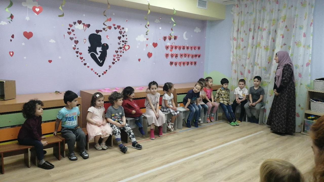 Воспитанники медресе МРОМ Химки поздравили своих мам с Днем матери